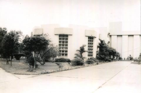大聖堂前的校園.jpg