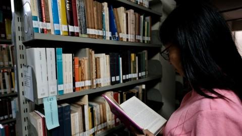 圖書館豐富的館藏是神學利器.jpeg