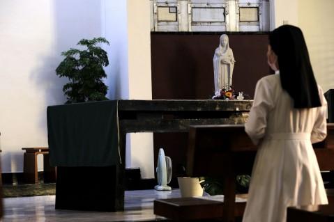 聖堂內常有馨香祈禱.jpg