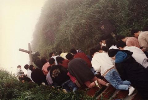 歷史相片:五峰旗聖母朝聖地師生朝聖,一步步跟隨基督.jpg